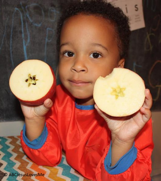 Preschoolers with a apple.
