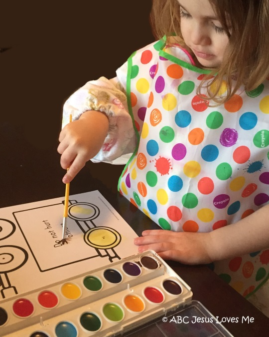 Child painting with watercolors.